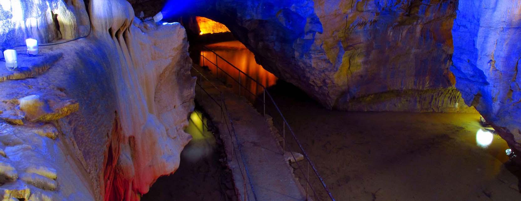 Les Grottes de Baume