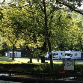 Charme et calme en bordure d'une petite rivière. Ouvert du 1er Avril au 30 Septembre