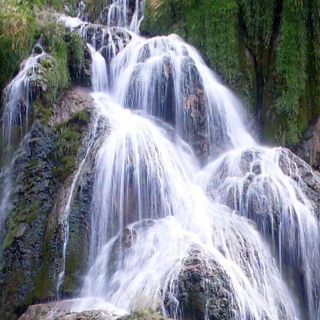 Au fond de la vallée.. Les cascades des tufs à Baume Les Messieurs